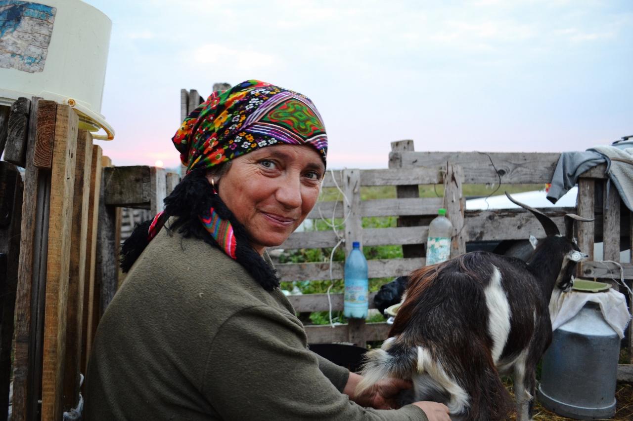 Anita et sa chèvre (Roumanie)